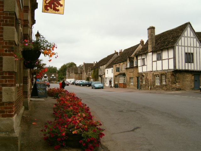 Lacock High Street (photo by Ettlz)