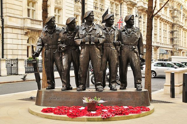 1200px-Royal_Tank_Regiment_Memorial,_Whitehall_Place,_London.jpg