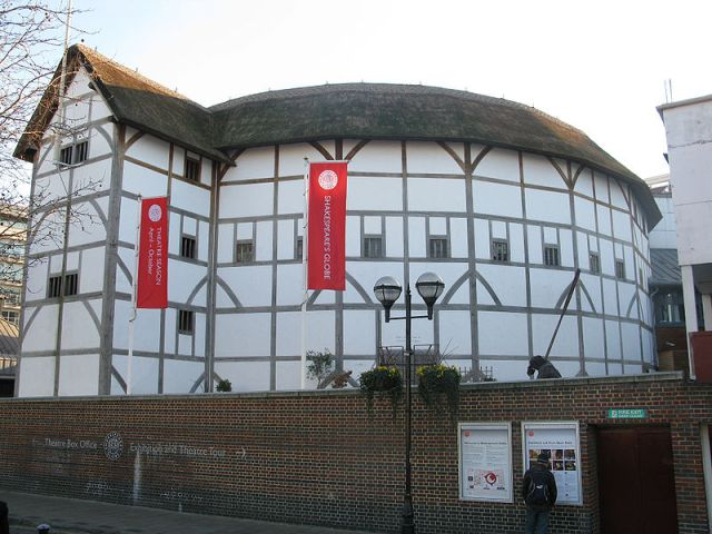 800px-Globe_Theatre_London.jpg